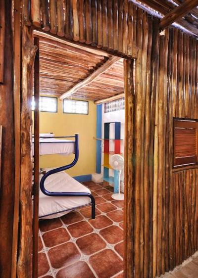 Albergues - Hostel Playa by The Spot