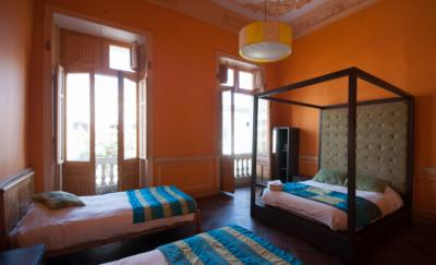Albergues - Happy House Hostel